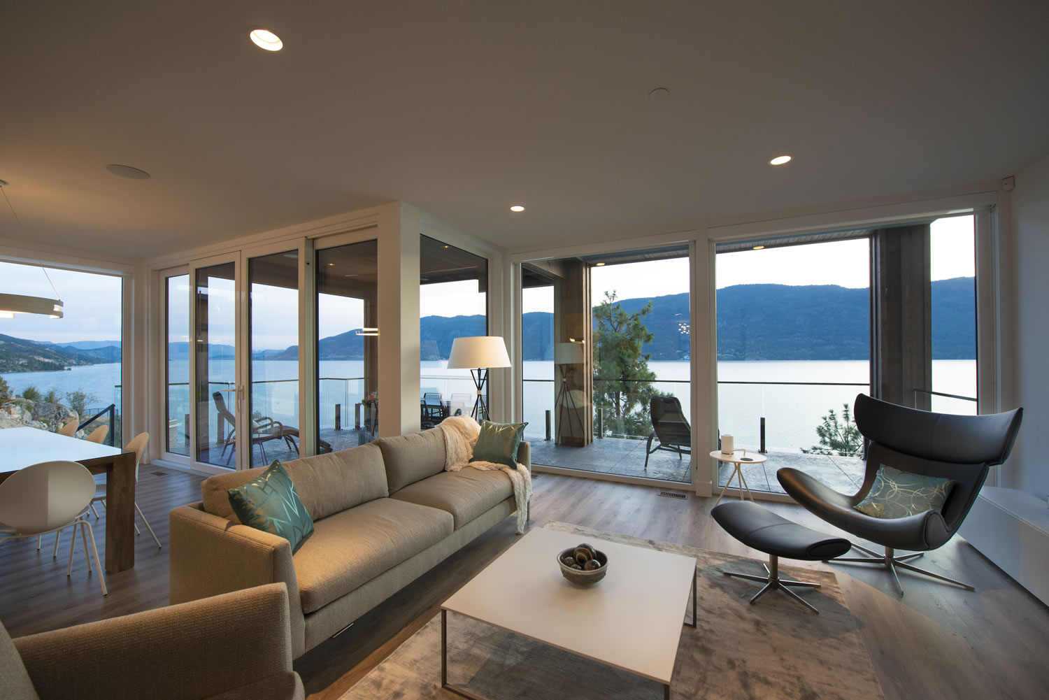 3_living-room-view